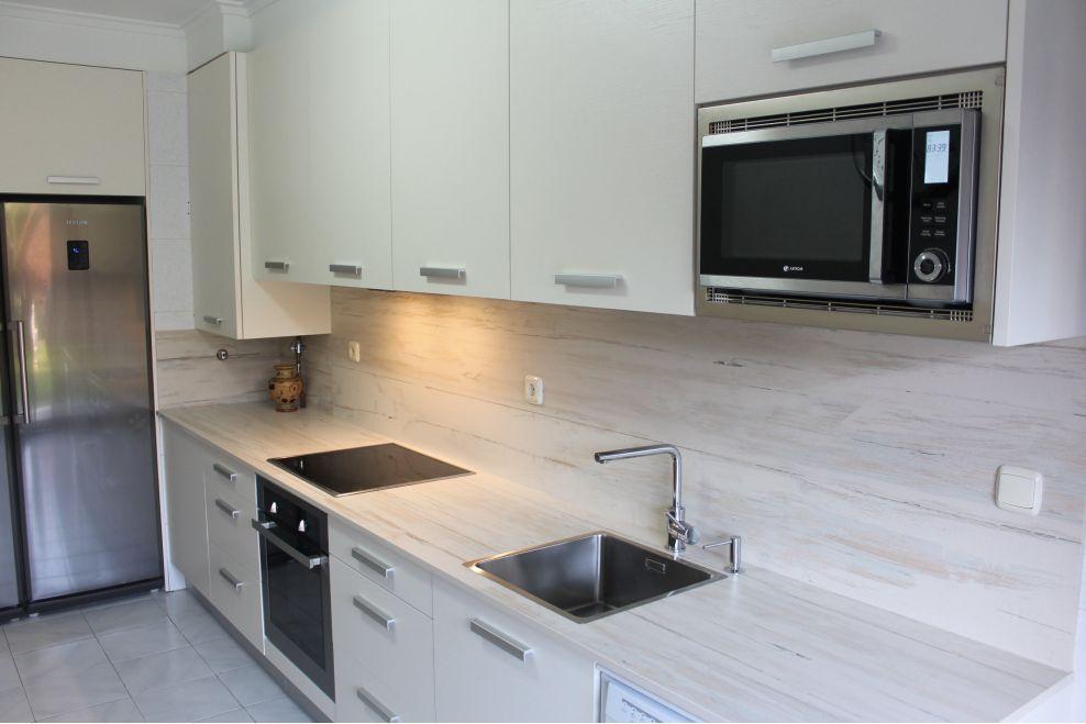 Cocina moderna con encimera y entrepa o de dekton a z - Cocinas con encimeras de madera ...