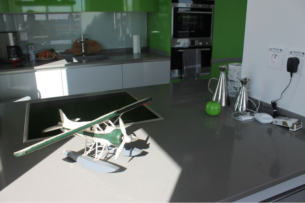Reforma de cocina en bayona a z mobiliario de cocinas for Mobiliario de cocina moderno